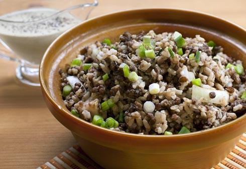 Блюдо из риса и чечевицы, содержащее полноценный белок.