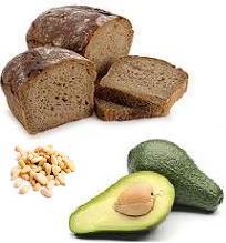 Полезный завтрак - быстрый рецепт - бутерброд с пастой из авокадо.